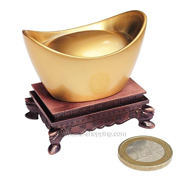 lingot d 39 or feng shui chinois objet de d coration chinoise et symbole de richesse. Black Bedroom Furniture Sets. Home Design Ideas